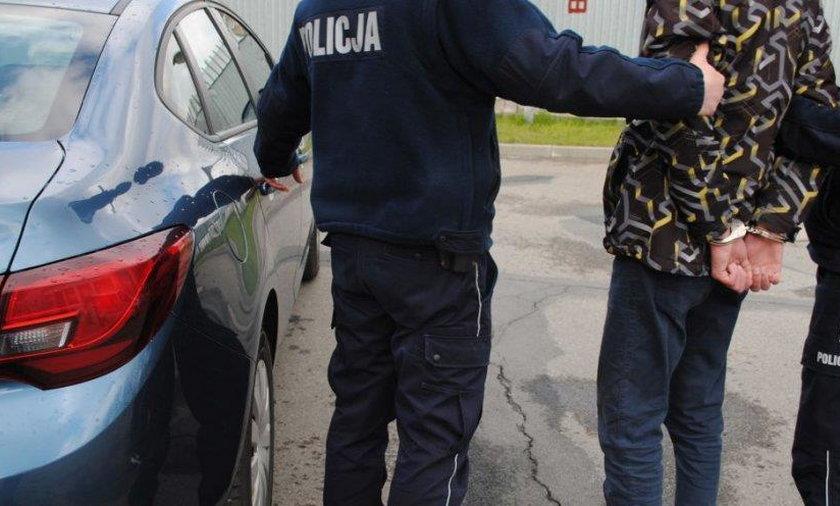 Policja zatrzymała dwóch oszustów, którzy okradali emerytów, podając się za ich bliskich