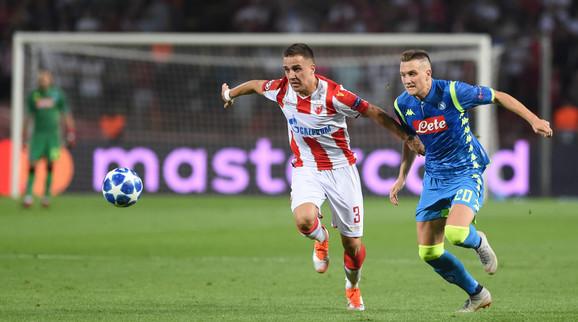 Pjotr Zjelinski u duelu sa Brankom Jovičićem na meču prvog kola C grupe Lige šampiona