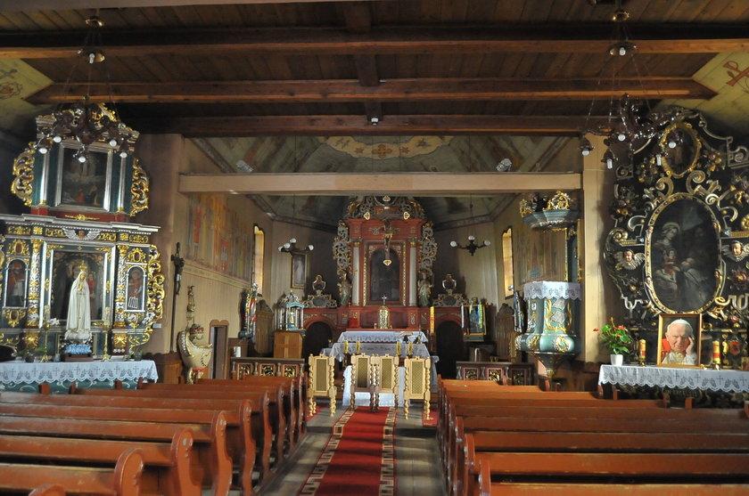 Zabytkowy kościół drewniany w Radoszkach