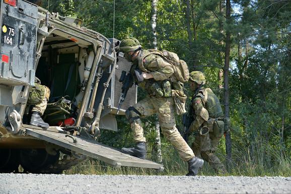 Danski vojnici izvode vežbe