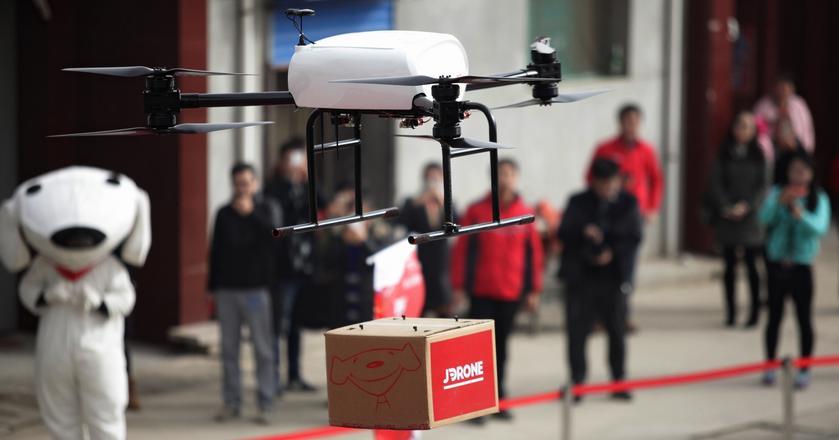 Chiński gigant e-handlu JD.com testuje od pewnego czasu drony do przewozu przesyłek. Chce dostarczać nimi zamówienia od 2017 roku