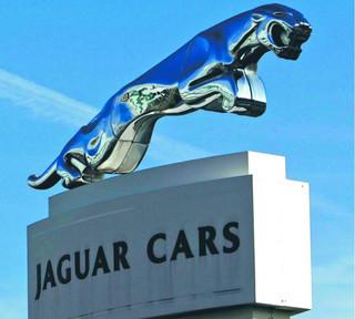 Jaguar do Nitry wjeżdża po grudzie
