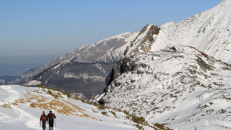 Ośnieżone stoki górskie