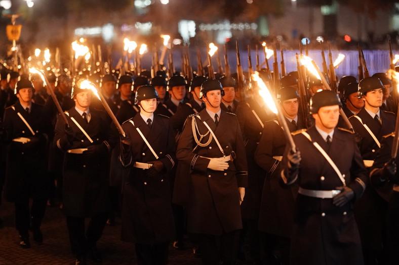 Niemieccy żołnierze przed Reichstagiem