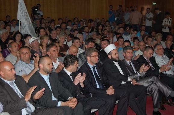 Emir Elfić i Muamer Zukorlić na jednom od predizbornih skupova