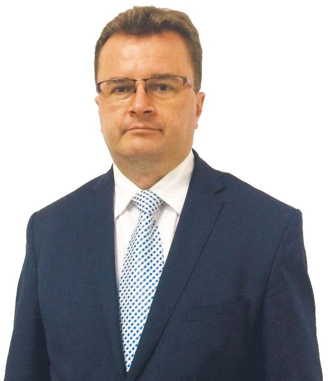 Sławomir Zdunek, warszawski adwokat znany ze skutecznych zabiegów o obniżenie składki uiszczanej przez członków izby na działalność samorządu. Kandydował na stanowisko sędziego w Izbie Kontroli Nadzwyczajnej i Spraw Publicznych Sądu Najwyższego, nie uzyskał rekomendacji Krajowej Rady Sądownictwa
