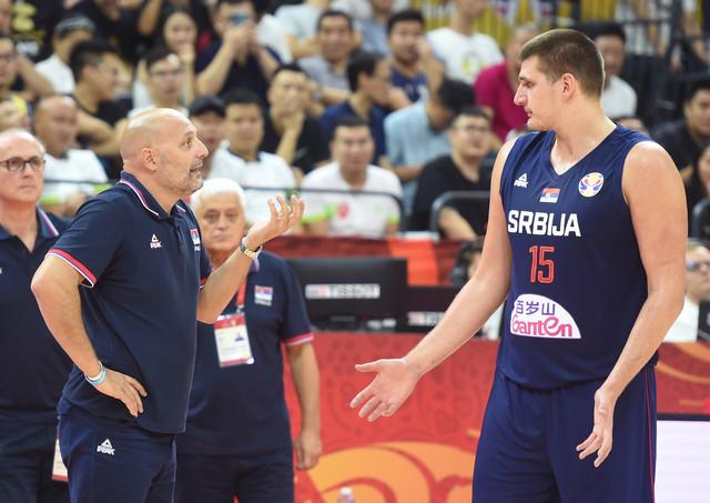Aleksandar Đorđević u razgovoru sa Nikolom Jokićem