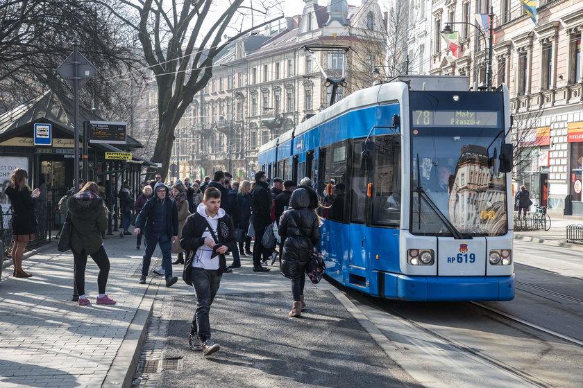Chaos wokół podwyżek cen biletów w Krakowie
