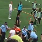 POLICIJA PUCALA u vazduh da zaustavi haos na fudbalskoj utakmici: Oružjem obuzdali opštu tuču, na nišanu se našao i fudbaler!