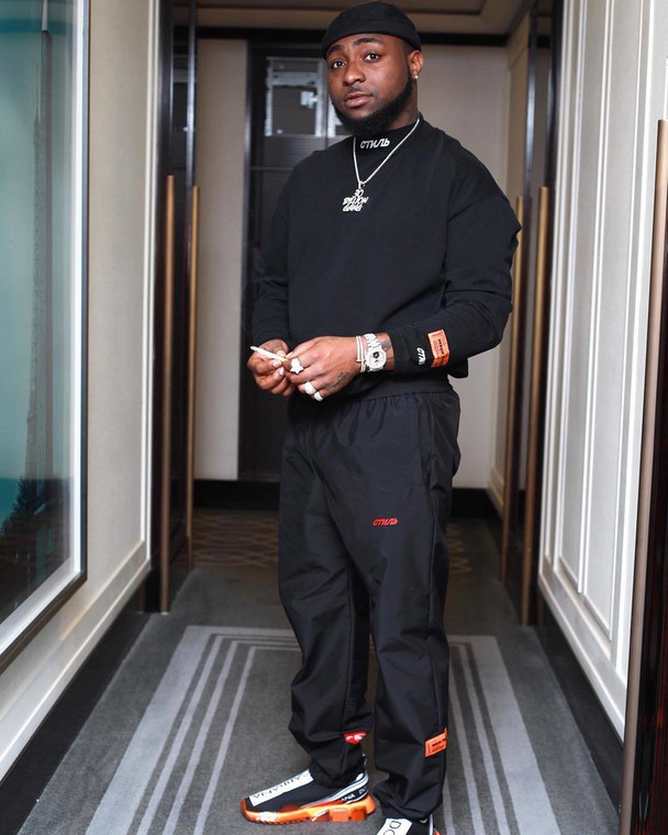 Davido has apologised to popular 'social media influence,' Pamilerin on behalf of Peruzzi over the assault he faced in his hands [Instagram/DavidoOfficial]