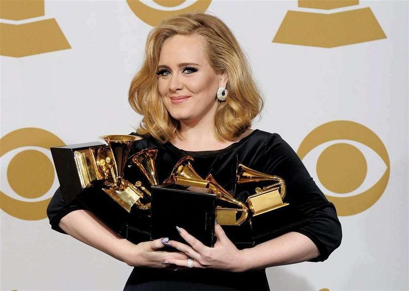 Rzucił Adele dla chudej modelki. A ona...