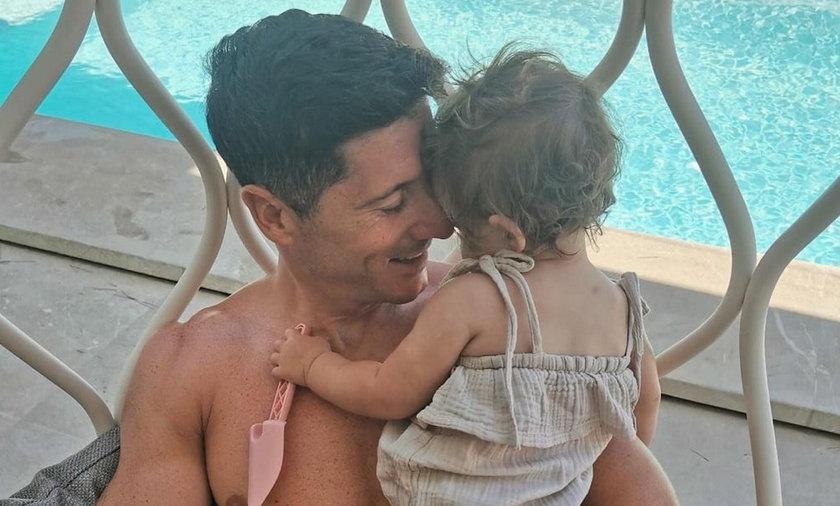 Robert Lewandowski spędza ostatnie wolne dni z rodziną w Hiszpanii.