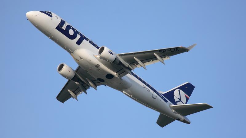 PLL LOT Embraer 175