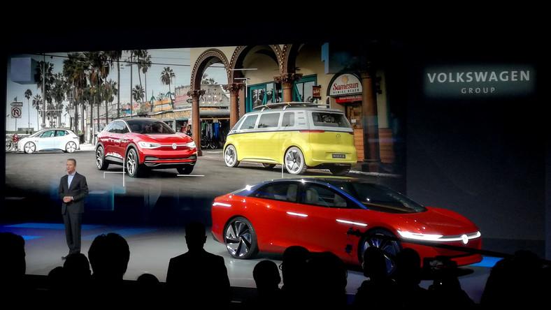 W Genewie do kompaktowego I.D., SUV-a o nazwie I.D. CROZZ oraz vana I.D. BUZZ dołączył I.D. VIZZION (czerwony), czyli prototyp elektrycznej i autonomicznej limuzyny klasy wyższej w kształcie coupe. W 2022 roku model ten dostępny będzie w wariancie, w którym jeszcze człowiek będzie odpowiadał za prowadzenie