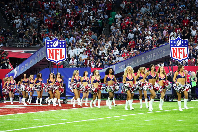 Cheerleaderki podczas Super Bowl. Było gorąco!