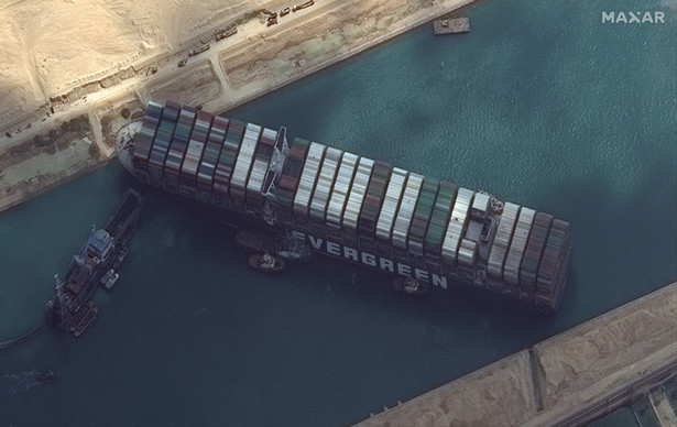 Blokada Kanału Sueskiego uniemożliwia dostarczenie ziaren kawy do europejskich palarni