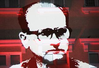 Jakie dokumenty kryje szafa Jaruzelskiego? 'Generał sam nanosił poprawki w swoim życiorysie'