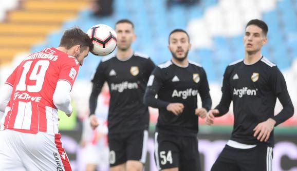 Nemanja Milunović daje gol za vođstvo domaćih na meču FK Crvena zvezda - Čukarički