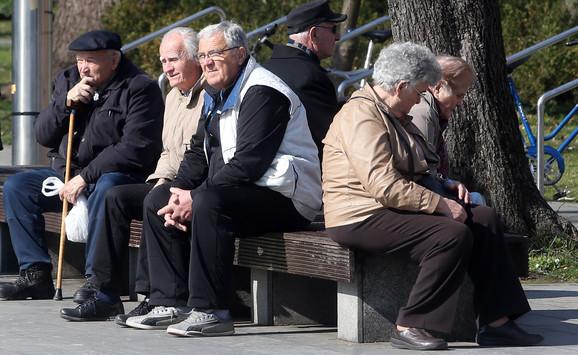 Nema radnika za honorarne poslove, pa se pomoć traži od penzionera