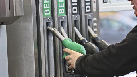 W 2012 roku w Polsce działało 6857 stacji paliw, dziś - 6803