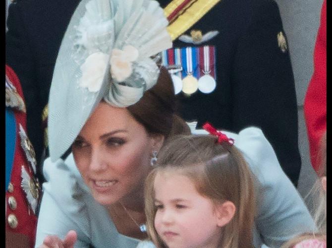 Kejt Midlton i princeza Šarlot uvek imaju haljine sličnih boja. I to NIJE SLUČAJNO