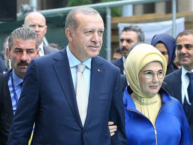Za ova dva dana dobro ste upoznali Eminu Erdogan, ali da li ste znali ko su njena deca?