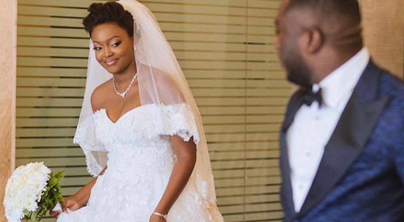 These wedding photos of a Jackie Appiah look alike are going viral