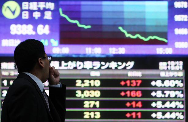 Tablica z notowaniami indeksu Nikkei w Tokio.