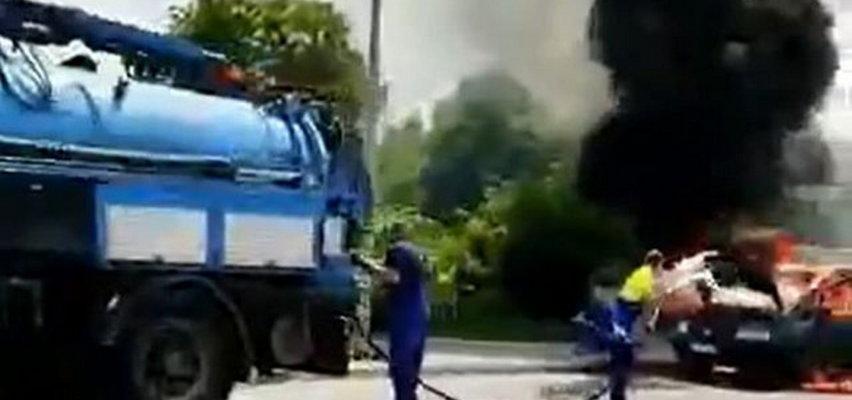 Płonął samochód. Błyskawiczna akcja pracowników z pojazdu... WUKO