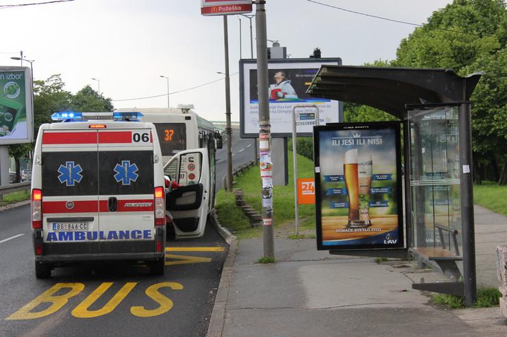 Hitna pomoć i privatni autobus