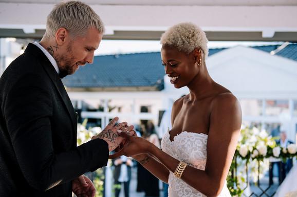 VATROMET, BAZEN I LUDNICA DO ZORE Ovako je bilo na svadbi srpskog Rodmana i prelepe Francuskinje o kojoj će se pričati mesecima (EKSKLUZIVNI VIDEO)