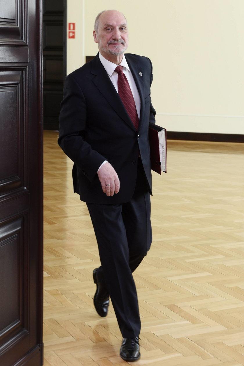 Sikorski o Macierewiczu. Sugeruje, że jest agentem Rosji?