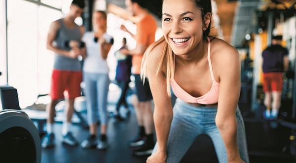 trening sport kobieta siłownia fitness