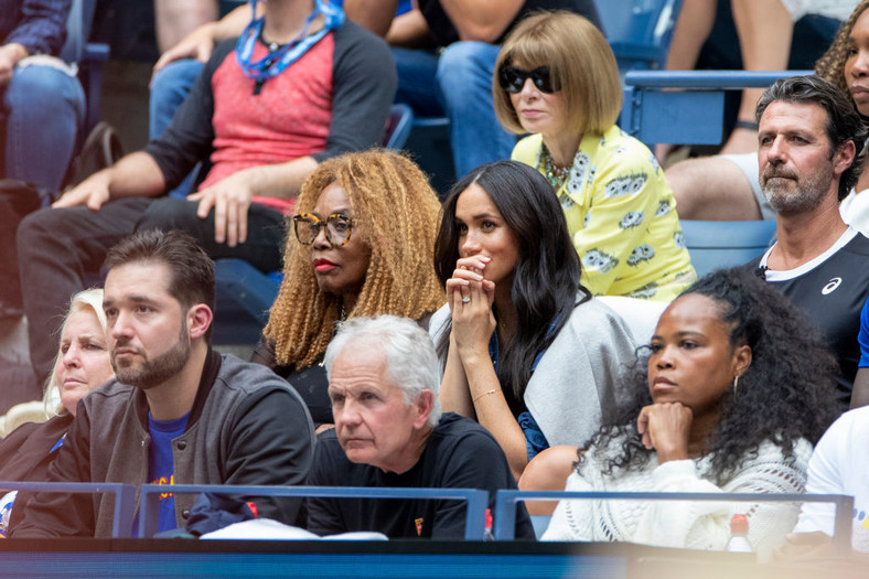 Meghan Markle accompanied by Alexis Ohanian, Oracene Price, Patrick Mouratoglou, Jill Smoller, Ishy Price, Venus Williams and Anna Wintour at the Serena Williams match during the US Open 2019