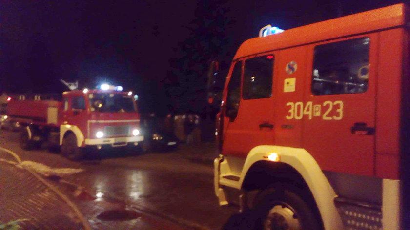 Spłonęło 13 aut, zajął się dom. To podpalenie?