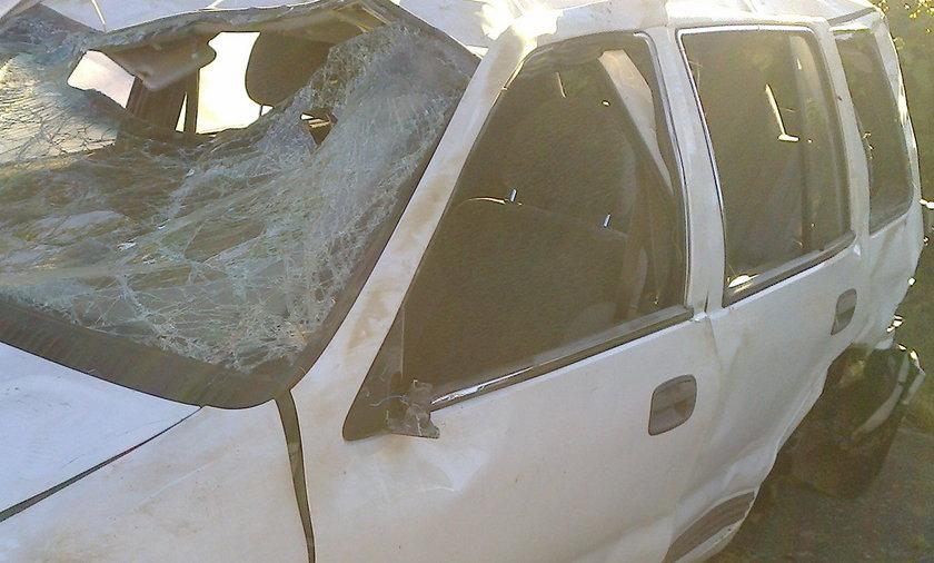 Kierowca wypadł z dachującego auta i zginął