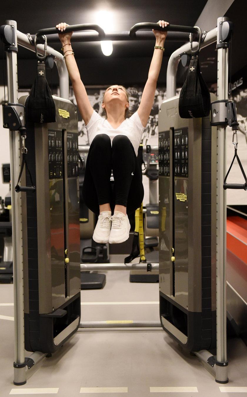 Prawidłowo wykonane ćwiczenia wzmacnia mięśnie brzucha i odciąża kręgosłup