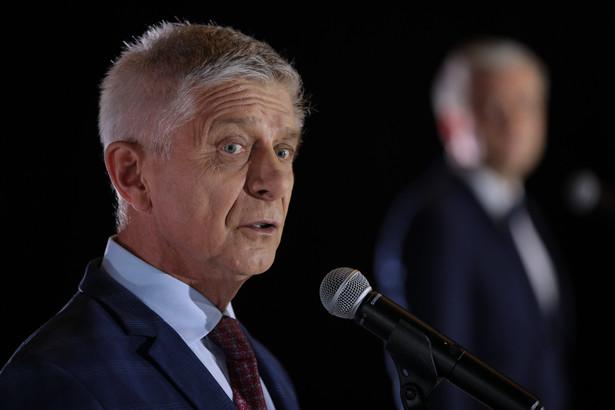 Marek Belka. Deputowany do Parlamentu Europejskiego, członek Komisji Gospodarczej i Monetarnej (ECON), w latach 2010–2016 prezes Narodowego Banku Polskiego, szef rządu w latach 2004–2005
