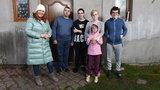 Pięcioosobowa rodzina gnieździła się w nieogrzewanym domu. Zobacz, jak pomogła jej Dowbor!