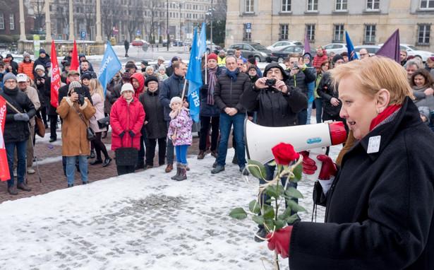 Róża Thun na manifestacji sprzeciwu wobec działań skrajnych nacjonalistów
