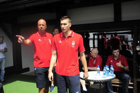 Tim menadžer košarkaške reprezentacije Srbije Nebojša Ilić i Bogdan Bogdanović na Kopaoniku