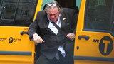 Depardieu ma problem. Ledwo wyszedł z taksówki!