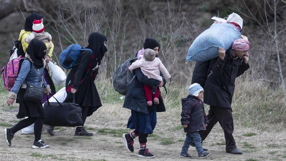 Migranci przedostają się do Europy w Grecji