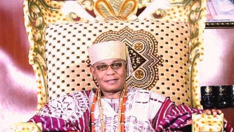 Deji of Akure, Oba Aladelusi Ogunade. [phenomenal]