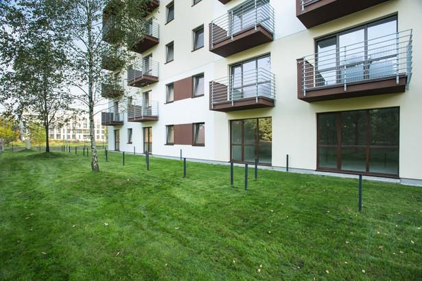 Parterowe mieszkania z dostępem do ogródka cieszą się dużą popularnością.