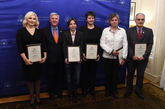 Ambasador Skat i dobitnici plaketa: Zorana Mihajlović, Dragoslava Barzut, Marijana Savić, Slobodanka Macanović i Mitar Đurašković