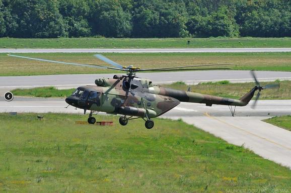 Helikopter na aerodromu u Batajnici