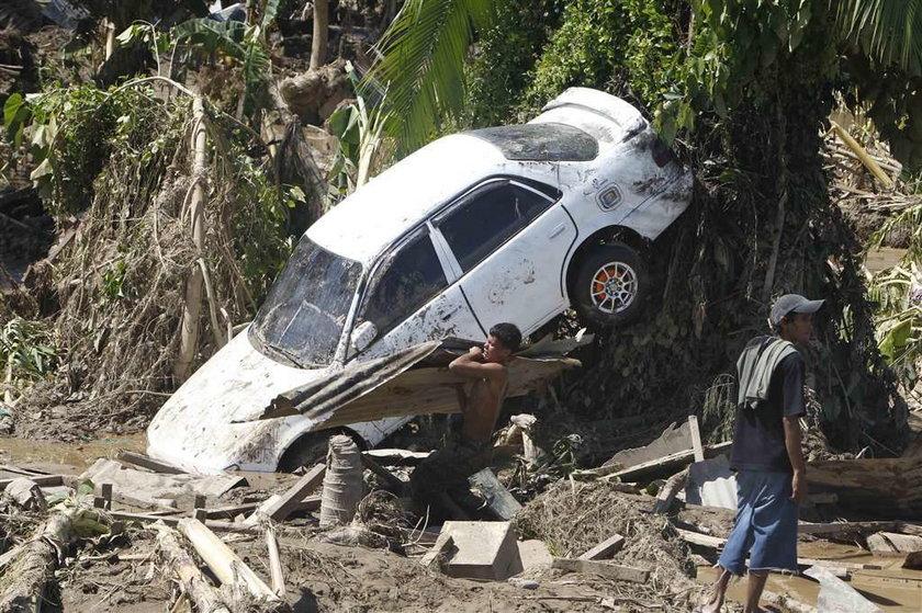 Horror na Filipinach. Ponad tysiąc osób zaginionych po powodzi