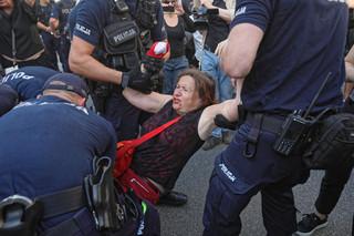 Policja usunęła Obywateli RP z trasy marszu narodowców: 'Faszyści precz z naszych ulic', 'Nacjonalizm to nie patriotyzm'