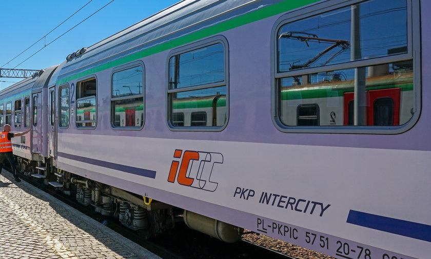 Karczemna awantura w pociągu PKP Intercity Heweliusz relacji Gdynia–Wrocław.